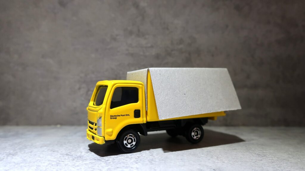 Tomica DHL Truck